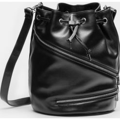 Czarna torebka damska. Czarne torebki klasyczne damskie marki Kazar, w paski, ze skóry. Za 799,00 zł.