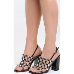 Czarno-Srebrne Sandały Chubby Cheeks. Czarne sandały damskie na słupku marki Born2be, z lakierowanej skóry, na wysokim obcasie. Za 89,99 zł.