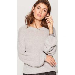 Sweter z bufiastymi rękawami - Szary. Szare swetry klasyczne damskie marki Mohito, l. W wyprzedaży za 59,99 zł.