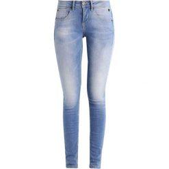 Freeman T. Porter CLARA  Jeansy Slim fit flexy baby blue. Niebieskie jeansy damskie marki Freeman T. Porter. W wyprzedaży za 265,30 zł.