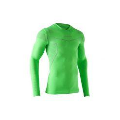 Koszulka termoaktywna długi rękaw dla dorosłych Kipsta Keepdry 500. Zielone odzież termoaktywna męska KIPSTA, m, z elastanu, z długim rękawem, na fitness i siłownię. Za 49,99 zł.