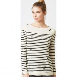 Sweter jedwabny w kolorze kremowym. Białe swetry klasyczne damskie marki Ateliers de la Maille, z jedwabiu, z okrągłym kołnierzem. W wyprzedaży za 454,95 zł.
