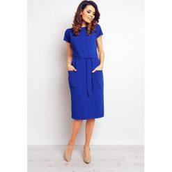 Niebieska Casualowa Sukienka z Kieszeniami i Wiązaniem. Niebieskie sukienki mini Molly.pl, do pracy, l, z materiału, biznesowe, z krótkim rękawem. Za 131,90 zł.