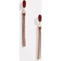 Długie kolczyki z łańcuszkami - Bordowy. Czerwone kolczyki damskie marki Pakamera, z koralem. Za 29,99 zł.