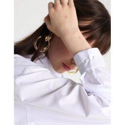 JUST FEMALE BELLA Bluzka off white. Białe bluzki damskie marki JUST FEMALE, m, z bawełny. Za 459,00 zł.