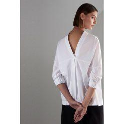 Biała koszula - Biały. Białe koszule damskie marki Reserved, l, z dzianiny. Za 119,99 zł.