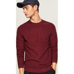 Sweter ze strukturalnej dzianiny - Bordowy. Czerwone swetry klasyczne męskie Reserved, l, z dzianiny. Za 99,99 zł.