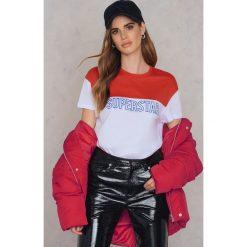Colourful Rebel T-shirt Superstar - Red. Czerwone t-shirty damskie Colourful Rebel, z napisami, z okrągłym kołnierzem. W wyprzedaży za 48,59 zł.