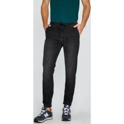 Pepe Jeans - Jeansy. Szare jeansy męskie z dziurami Pepe Jeans. W wyprzedaży za 259,90 zł.