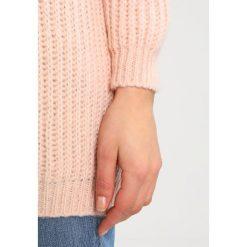 Swetry klasyczne damskie: Aaiko MIAN WO Sweter rosechampagne