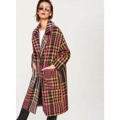 Płaszcz w kolorową kratę - Wielobarwn. Szare płaszcze damskie marki Reserved, w kolorowe wzory. Za 399,99 zł.