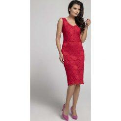Czerwona Dopasowana Sukienka Koronkowa bez Rękawów. Czerwone sukienki koronkowe marki Molly.pl, na spotkanie biznesowe, l, w koronkowe wzory, z dekoltem na plecach, bez rękawów, dopasowane. W wyprzedaży za 125,46 zł.