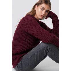 Rut&Circle Sweter Samira Otwórz Wróć Knit - Red. Czerwone swetry klasyczne damskie Rut&Circle, z dzianiny, z okrągłym kołnierzem. Za 121,95 zł.