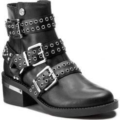 Botki GUESS - Fifii FLFIF3 LEA10 BLACK. Czarne buty zimowe damskie marki Guess, z materiału. W wyprzedaży za 629,00 zł.