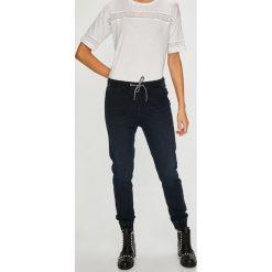 Medicine - Jeansy Basic. Szare jeansy damskie marki MEDICINE, z materiału. W wyprzedaży za 79,90 zł.
