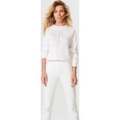 Bluzy rozpinane damskie: Bluza z tłoczonym napisem - Biały