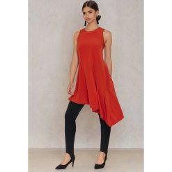 Trendyol Asymetryczna sukienka z falbanką - Red,Orange. Czerwone sukienki asymetryczne marki Trendyol, z poliesteru, z asymetrycznym kołnierzem. W wyprzedaży za 30,29 zł.