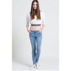 Review - Jeansy. Niebieskie jeansy damskie rurki Review, z bawełny, z obniżonym stanem. W wyprzedaży za 79,90 zł.