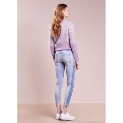 DRYKORN NEED Jeansy Slim Fit light blue. Niebieskie rurki damskie DRYKORN. W wyprzedaży za 501,75 zł.