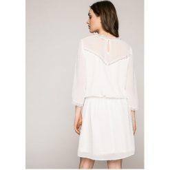Answear - Sukienka Wild Nature. Szare sukienki mini ANSWEAR, na co dzień, l, z poliesteru, casualowe, proste. W wyprzedaży za 89,90 zł.