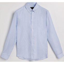 Prążkowana koszula regular fit - Biały. Białe koszule męskie marki INESIS, m, z bawełny, z długim rękawem. Za 139,99 zł.