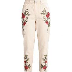 Topshop Petite ROSE MOM Jeansy Zwężane cream. Białe jeansy damskie Topshop Petite, petite. W wyprzedaży za 220,35 zł.