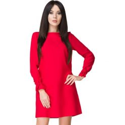 Czerwona Sukienka Wizytowa z Wiązaniami. Czerwone sukienki balowe marki Molly.pl, l, z jeansu, z dekoltem na plecach, z długim rękawem. Za 159,00 zł.