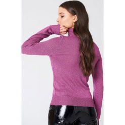 Golfy damskie: NA-KD Brokatowy sweter z golfem – Pink