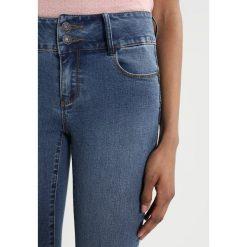Vero Moda VMSAMMY Jeansy Slim Fit medium blue denim. Niebieskie rurki damskie Vero Moda. W wyprzedaży za 146,30 zł.