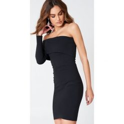 Sukienki: Hannalicious x NA-KD Sukienka na jedno ramię z odwijanym dekoltem – Black