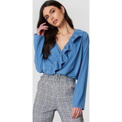 Bluzki damskie: NA-KD Boho Bluzka z asymetryczną falbaną – Blue