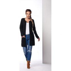 Klasyczny sweter płaszczyk czarna MARVELLA. Brązowe swetry klasyczne damskie marki Lemoniade, z klasycznym kołnierzykiem. Za 94,90 zł.