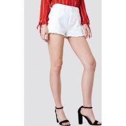 Kristin Sundberg for NA-KD Szorty jeansowe z wysokim stanem - White. Białe bermudy damskie Kristin Sundberg for NA-KD, z denimu, z podwyższonym stanem. Za 133,95 zł.