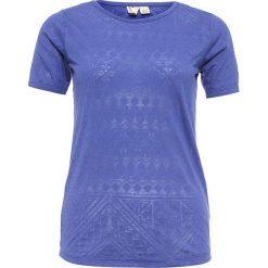 """Koszulka """"Roxy Clouds"""" w kolorze niebieskim. Niebieskie topy sportowe damskie marki Roxy, xs, z nadrukiem, z okrągłym kołnierzem. W wyprzedaży za 63,95 zł."""