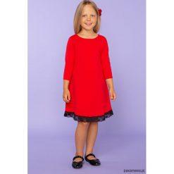 Elegancka sukienka z koronką, TD25_1, czerwony. Czerwone sukienki dziewczęce dzianinowe Pakamera, w koronkowe wzory, eleganckie. Za 89,00 zł.
