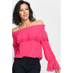 Fuksjowa Bluzka Deeper Love. Czarne bluzki hiszpanki marki bonprix, w koronkowe wzory, z koronki. Za 79,99 zł.