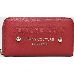 Versace Jeans - Portfel. Czerwone portfele damskie Versace Jeans, z jeansu. W wyprzedaży za 239,90 zł.