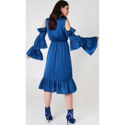 NA-KD Party Sukienka midi z odkrytymi ramionami - Blue. Niebieskie sukienki mini NA-KD Party, na imprezę, z falbankami, z krótkim rękawem, z odkrytymi ramionami. Za 60,95 zł.