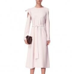 Sukienka w kolorze jasnoróżowym. Czerwone sukienki na komunię marki BOHOBOCO, w paski, z tkaniny, z dekoltem na plecach, midi. W wyprzedaży za 1069,95 zł.