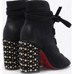Carinii - Botki. Czarne buty zimowe damskie Carinii, z materiału, na obcasie, na sznurówki. W wyprzedaży za 329,90 zł.