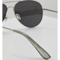 Superdry HUNTSMAN Okulary przeciwsłoneczne matte silvercoloured/solid smoke/silvercoloured mirror. Szare okulary przeciwsłoneczne męskie Superdry. Za 209,00 zł.
