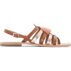 Rzymianki damskie: Płaskie skórzane sandały ozdobione frędzelkami