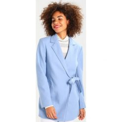 Banana Republic MELTON LARGE COLLAR Krótki płaszcz sky blue. Niebieskie płaszcze damskie wełniane marki Banana Republic. W wyprzedaży za 455,60 zł.