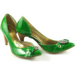 ZIELONE Czółenka na OBCASIE KLASYKA. Zielone buty ślubne damskie marki Q BAT, z otwartym noskiem, na obcasie. Za 19,50 zł.