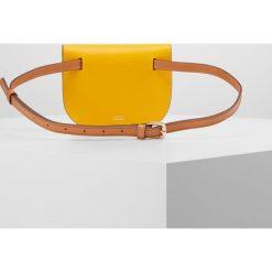 Torebki klasyczne damskie: CLOSED BUM BAG Saszetka nerka yellow poppy