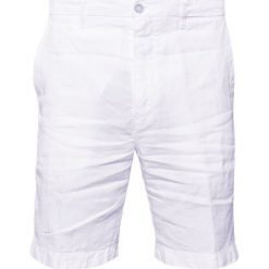 120% Lino Szorty white. Białe szorty męskie 120% Lino, ze lnu. W wyprzedaży za 471,20 zł.
