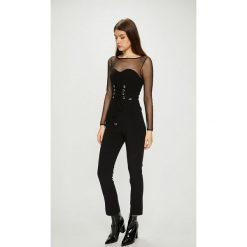 Guess Jeans - Kombinezon. Szare kombinezony damskie Guess Jeans, z aplikacjami, z elastanu, z okrągłym kołnierzem, z długim rękawem, długie. Za 599,90 zł.