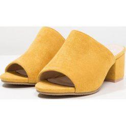 Chodaki damskie: XTI Klapki amarillo