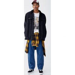 Czarna jeansowa koszula wierzchnia z kołnierzem ze sztucznego baranka. Czarne koszule męskie jeansowe marki Pull&Bear, m, z długim rękawem. Za 159,00 zł.