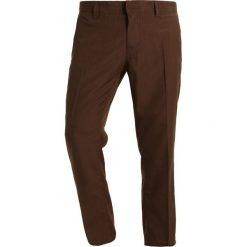 Spodnie męskie: Volcom GARRICK PANT Spodnie materiałowe dark chocolate